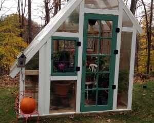 Saltbox-Greenhouse-Front-2-5846317_600x480